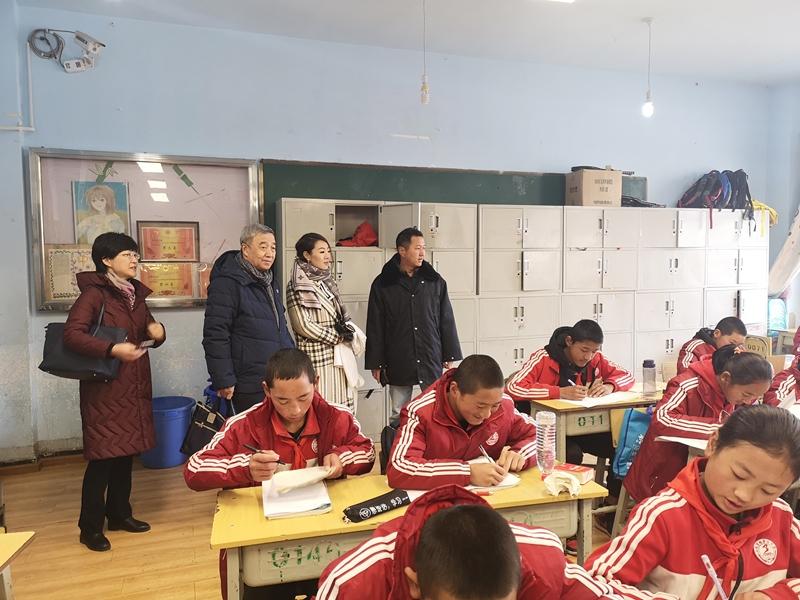 捐赠爱心图书  助力迪庆州教育事业