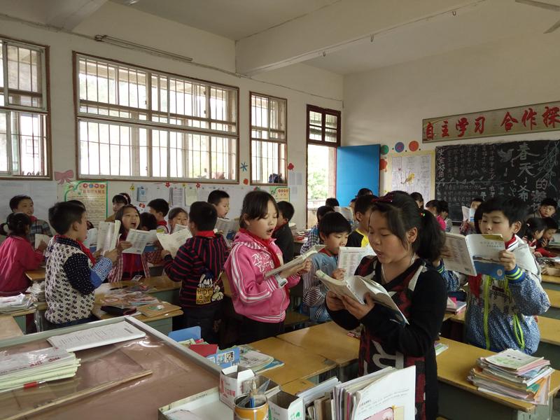 关爱贫困学生资助项目